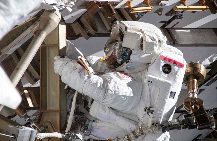 Hai nhà du hành nữ bị từ chối ra ngoài không gian vì... thiếu trang phục