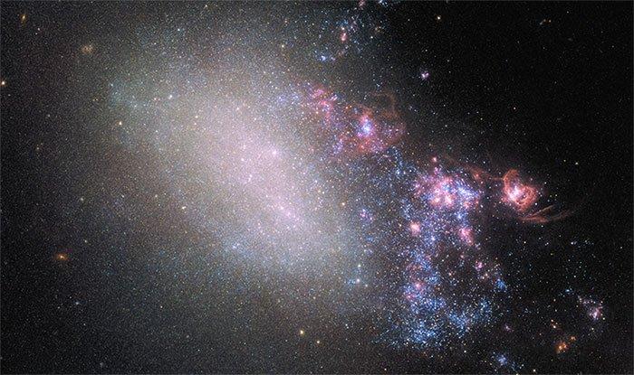 Hai thiên hà va chạm, sinh ra hàng loạt ngôi sao lạ