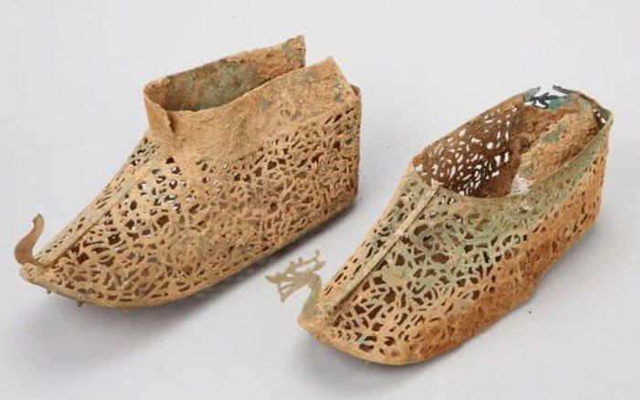 Hàn Quốc phát hiện đôi giày bền nhất thế gian có niên đại khoảng 1500 năm