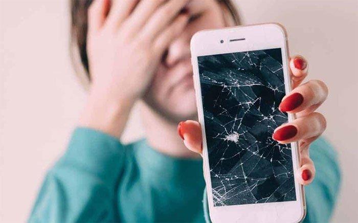 Hàn Quốc phát triển màn hình điện thoại tự lành sau khi bị nứt
