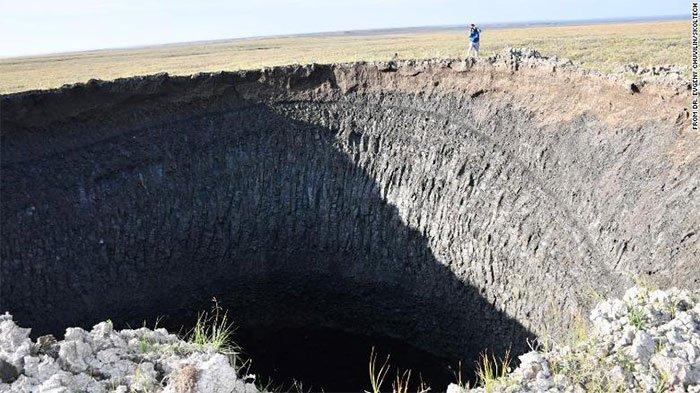 Hé lộ bí ẩn phía sau hố tử thần khổng lồ ở Siberia