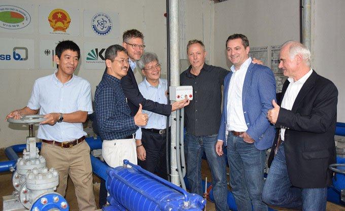 Hệ thống bơm không dùng điện đưa nước lên độ cao 1.300m