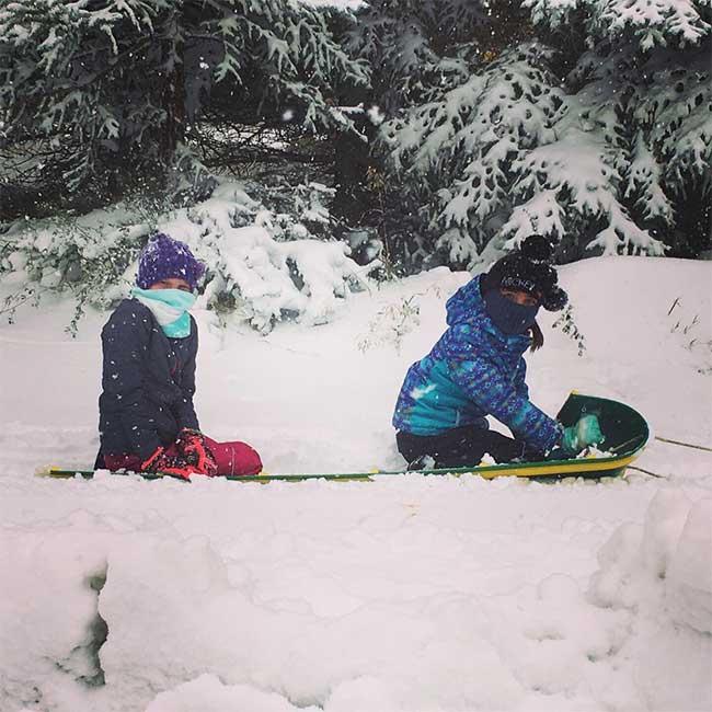 Hiện tượng thời tiết kỳ lạ: Một phần nước Mỹ tê liệt vì băng tuyết ngay đầu mùa thu