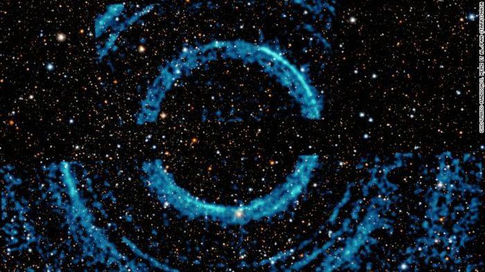 Hình ảnh ấn tượng của NASA ghi lại những vòng sáng ma quái quanh một hố đen