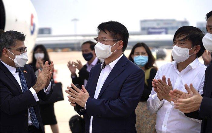 Hình ảnh lô vaccine Covid-19 đầu tiên ở Việt Nam