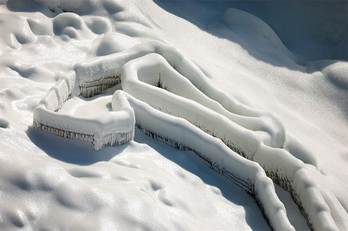 Hình ảnh thác Niagara Falls đóng băng bảy sắc cầu vồng đẹp đốn tim nhiều người