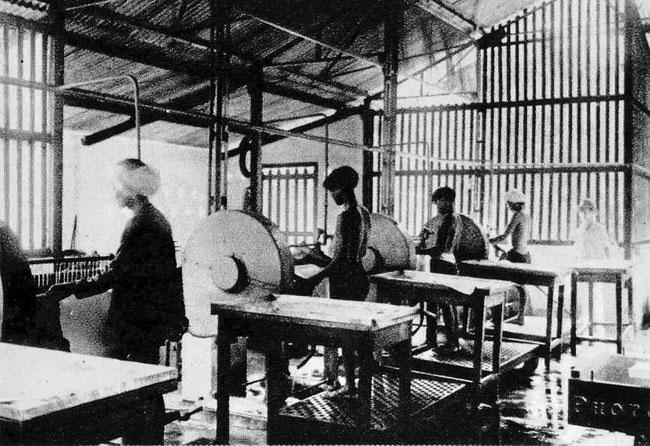 """Hình độc về nghề """"cu-li"""" ở Việt Nam thời thuộc địa"""