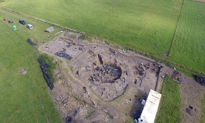 Hố đất chứa 18.000 vỏ ốc sau đại tiệc hải sản cổ đại