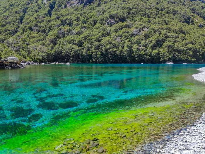 Hồ nước ngọt sạch nhất trên thế giới nhưng không ai được phép vào