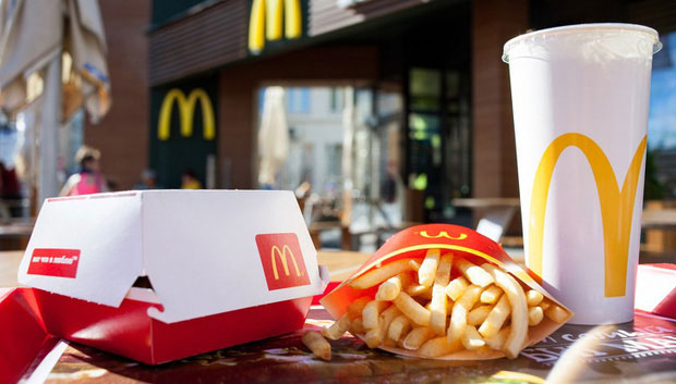Hóa ra đây mới là cách ăn fastfood đúng mà lâu nay chúng ta đã không biết
