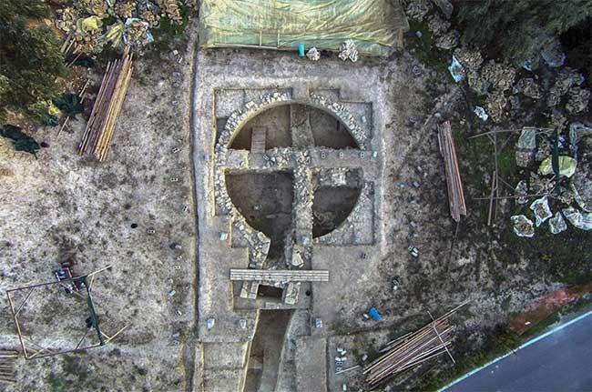 Hy Lạp khám phá ra 2 ngôi mộ cổ 3.500 năm tuổi