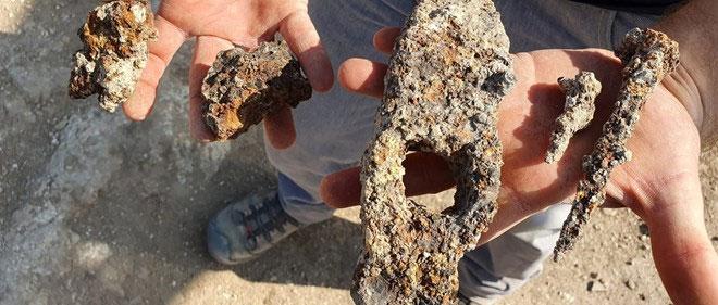 Israel phát hiện đinh và búa sắt 1.400 năm tuổi từ thời Đông La Mã