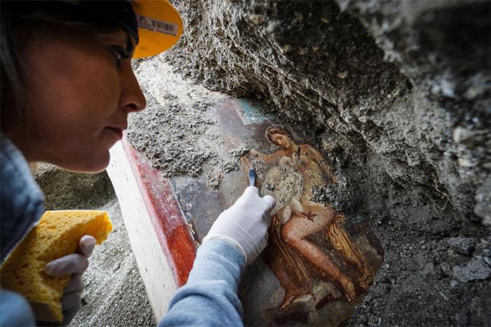 Italia: Tìm thấy bức tranh La Mã cổ về chủ đề phong the tại Pompeii