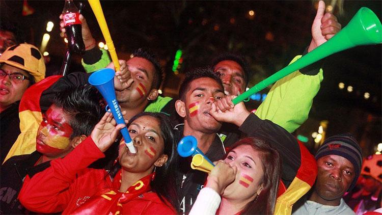 Kèn vuvuzela cổ vũ bóng đá có thể khiến bạn điếc tai