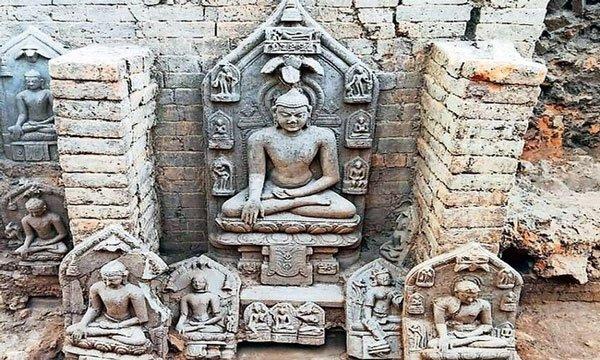 Khai quật hàng chục pho tượng Phật nghìn năm tuổi