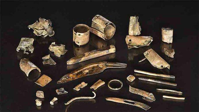 Khai quật hàng đống ve chai, hóa ra kho tiền cổ vô giá 2.300 tuổi