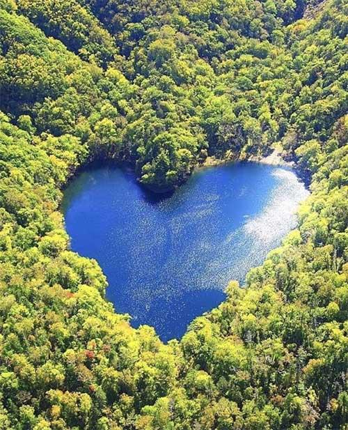 Khám pha hồ nước hình trái tim lãng mạn nhất Nhật Bản