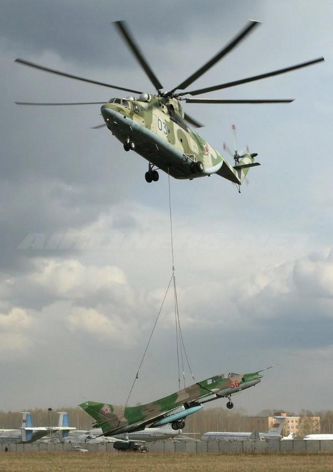 Khám phá trực thăng khổng lồ Mi-26 của Nga: Đã từng chở hóa thạch voi ma mút và máy bay chở khách cỡ nhỏ