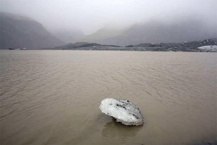 Khi các dòng sông băng ở Iceland tan chảy thành suối nhỏ