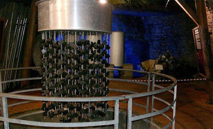 Khối urani bí ẩn từ lò phản ứng hạt nhân của trùm phát xít Hitler