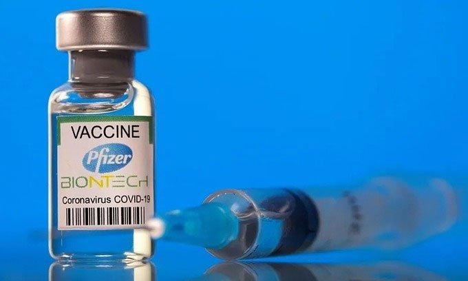 Không nên vận động mạnh sau tiêm vaccine Pfizer, Moderna