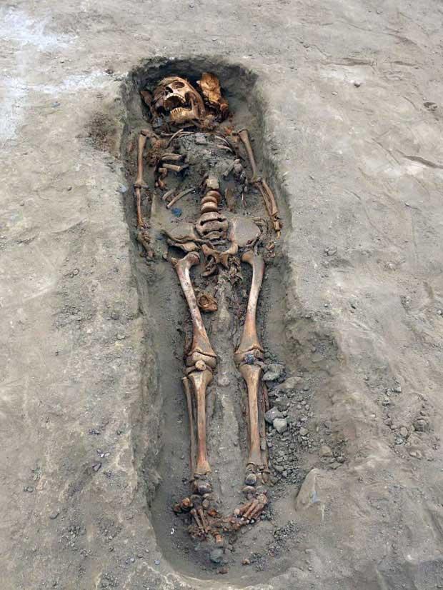 Khủng khiếp ngôi mộ tập thể của 227 đứa trẻ bị hiến tế