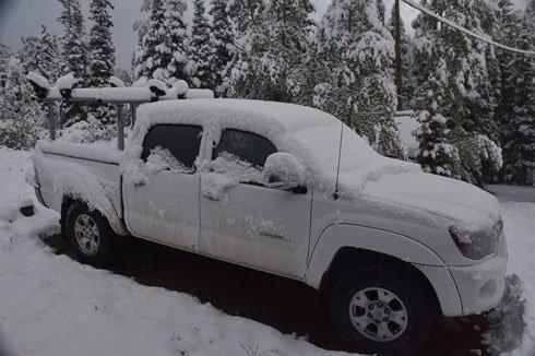Kì lạ, tuyết rơi giữa ngày hè tại Mỹ