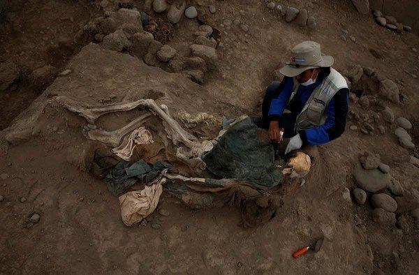 Kim tự tháp Peru 4000 năm tuổi lại có 16 hài cốt người thời nhà Thanh: Hé lộ quá khứ tủi nhục