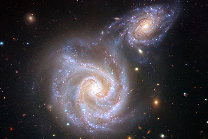 Kinh hoàng thiên hà Xúc Xích bị quái vật chứa Trái đất nuốt chửng