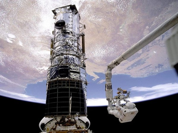 Kính Hubble gặp sự cố hy hữu