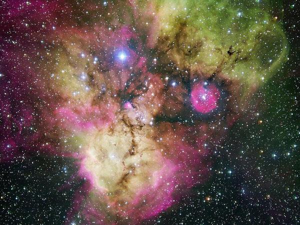 Kinh ngạc hai tinh vân đầu lâu kỳ quái trong vũ trụ