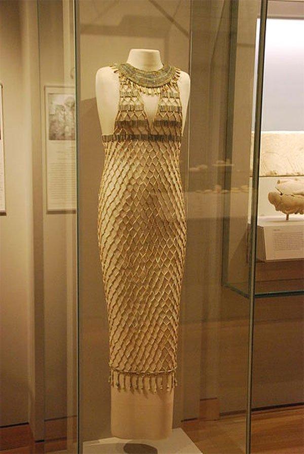 Kinh ngạc với siêu phẩm váy gợi cảm hàng nghìn năm tuổi