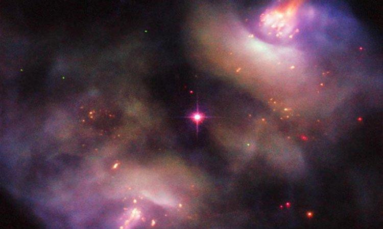 Kính viễn vọng Hubble ghi lại hình ảnh ngôi sao đang chết