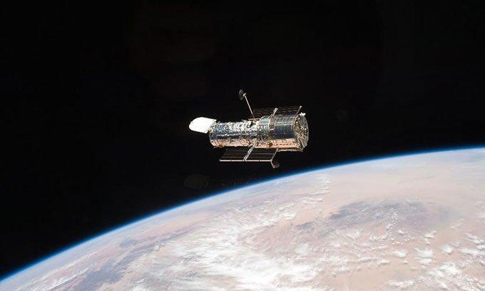 Kính viễn vọng Hubble tạm ngừng hoạt động