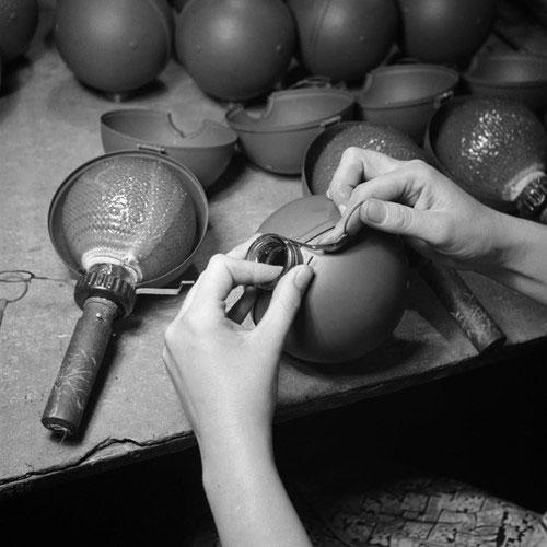 Kỳ dị lựu đạn như keo dính chuột trong Chiến tranh Thế giới thứ 2