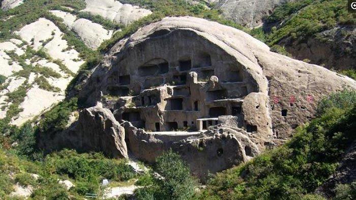 Kỳ lạ hang động bị bỏ hoang gần Vạn Lý Trường Thành và bộ tộc bí ẩn