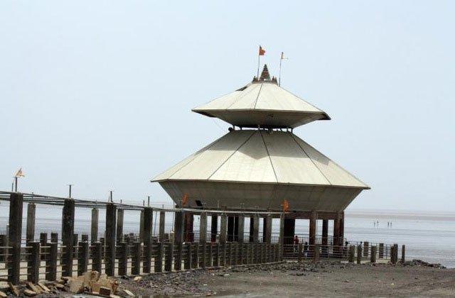 Kỳ lạ ngôi đền hơn 150 tuổi lúc chìm lúc nổi mỗi ngày