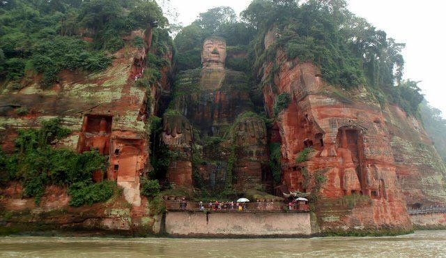 Kỳ tích phía sau tượng Phật bằng đá lớn nhất thế giới