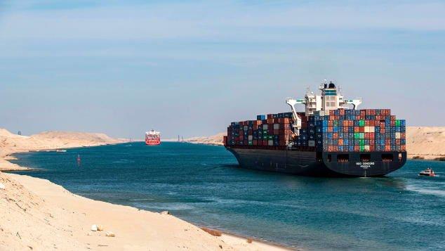 Lái những con tàu khổng lồ lênh đên trên biển, vượt kênh đào Suez khó khăn cỡ nào?