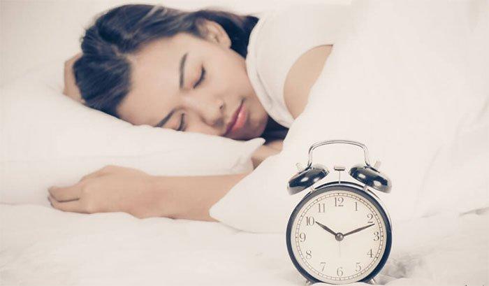 Làm thế nào để ngủ sớm hơn? Giải pháp chính là đây!