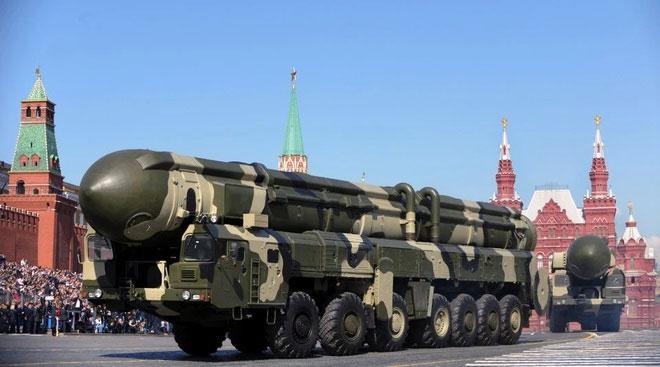 Lần đầu tiên mở khóa vali hạt nhân tối mật của Tổng thống Putin