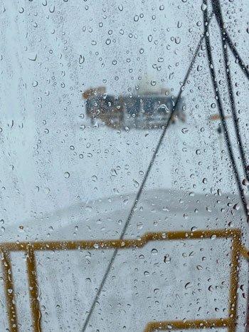 Lần đầu tiên trong lịch sử đỉnh băng Greenland xuất hiện mưa