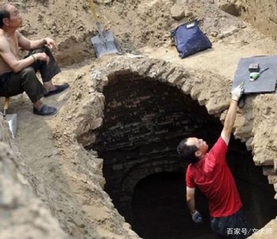 Lăng mộ tỏa hương thơm êm dịu khiến đoàn khảo cổ ngỡ ngàng