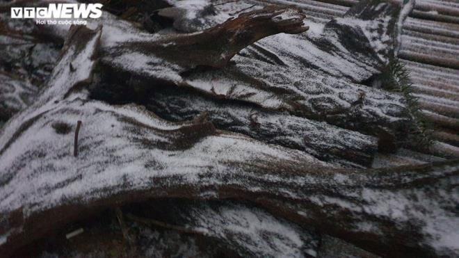 Lào Cai: Tuyết phủ trắng xóa, Y Tý đẹp như châu Âu