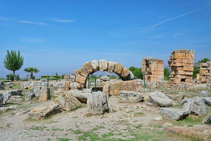 Lâu đài trắng xóa này từng là trung tâm spa nổi tiếng 2000 năm trước