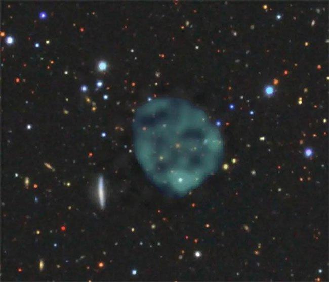 Liên tục xuất hiện những vòng tròn bí ẩn trên bầu trời