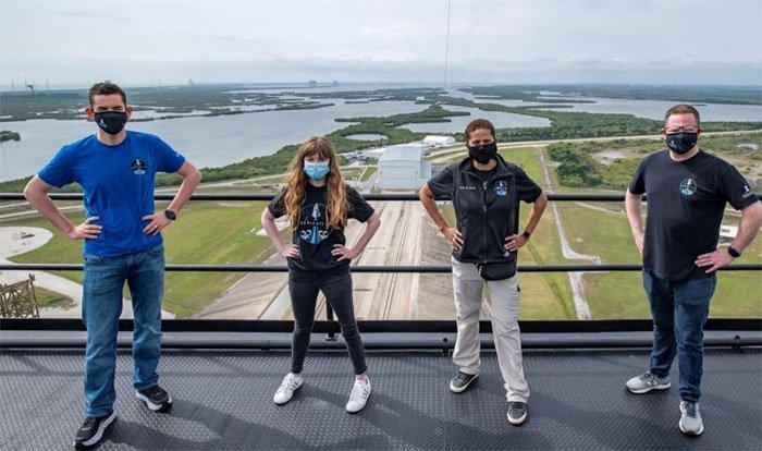 Lộ diện bốn công dân ngồi trên chuyến bay thương mại đầu tiên vào vũ trụ