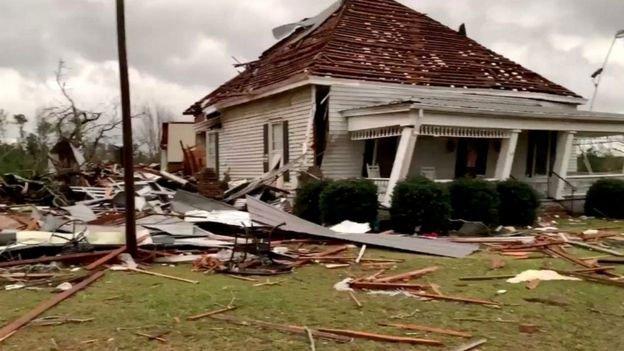 Lốc xoáy khủng khiếp khiến hàng chục người chết, 3.000 người ảnh hưởng ở Mỹ