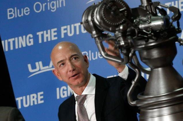 Lý do tỷ phú Jeff Bezos chi hàng tỷ USD cho công nghệ vũ trụ