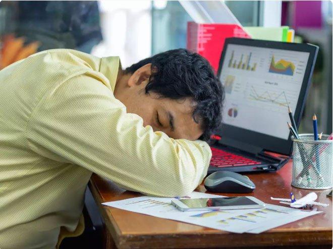 Lý giải khoa học cực kỳ thuyết phục cho hiện tượng ăn xong là thấy buồn ngủ của dân công sở